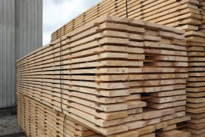 kiln-dried wood against air-dried wood